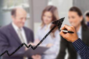 Kokie darbuotojai gali spausti darbdavius kelti algas ir kiek ilgai?