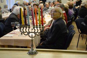 Žydai visame pasaulyje pradeda švęsti Chanuką