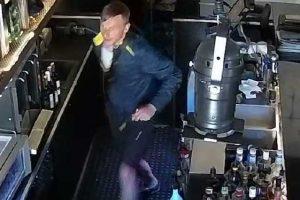 Iš restorano pavogti brangūs alkoholinių gėrimų buteliai (vaizdo įrašas)