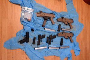 Jonavos policijos laimikis – tikras ginklų arsenalas