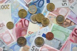 Seimas: labdaros ir paramos fondai privalės viešinti aukotojus