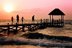 Tyrimas: išlaidas vasaros atostogoms lietuviai planuoja drąsiau