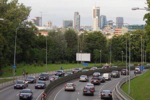 SEB bankas: gyventojai aktyviau skolinasi naujiems automobiliams