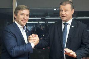 """Apklausa: lietuviai nepritaria Darbo kodeksui, """"valstiečių"""" reitingas smunka"""