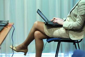 Moterų atlyginimai Lietuvoje vis dar mažesni nei vyrų