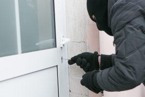 Teismas: statomus namus apvogę vyrai turi kalėti