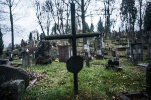 Vilniaus rajono kapinėse išversti paminklai