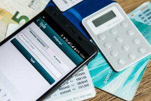 Apklausa: elektroniniai mokėjimai lietuviams tampa vis svarbesni