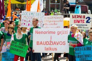 Seime skinasi kelią pataisos dėl socialinio modelio atidėjimo pusmečiui