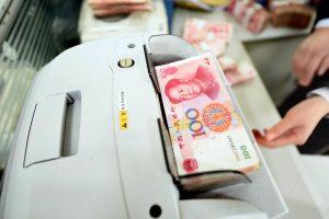 Kinijoje sustabdyta prekyba šalies akcijų rinkoje