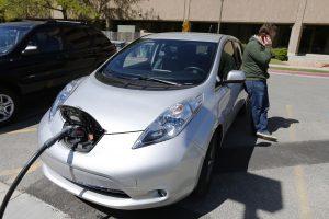 Elektromobilių gerbėjams įstatymų leidėjai rodo špygą?