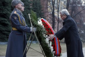 Armėnijos prezidentas valdžios vadelių nepaleidžia