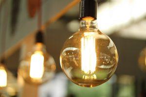Nesitraukianti kaitra nepaliauja auginti elektros kainų