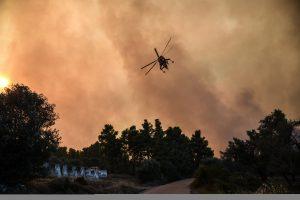 Miško gaisras Graikijos saloje privertė evakuoti du kaimus