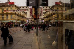Plakatai Zagrebe sukėlė audrą dėl seksizmo
