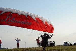 """Kelionė parasparniu užbaigė """"Lituanicos"""" skrydį"""