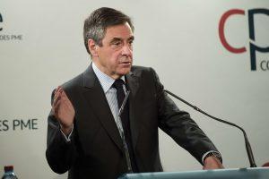 Skandalo slegiamas F. Fillonas pelnė partijos paramą