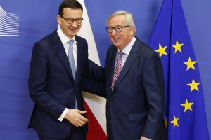 Politologas: EK bijo, kad Lenkija silpnina jos pozicijas