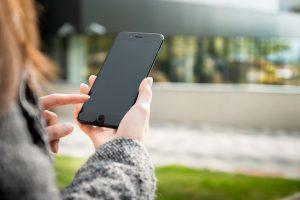 Vyriausybė nepritaria draudimui pėstiesiems perėjose kalbėti telefonais
