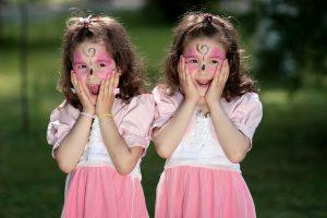 Daugiau dvynukų ir trynukų tėvų gali tikėtis papildomų išmokų