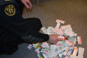 Automobilių slėptuvėse – nelegalūs rusiškai vaistai