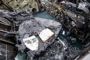 Šilainiuose supleškėjo automobilis, dar du apdegė