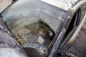 Vilniuje sudegė automobilis: sulaikytas neblaivus įtariamasis