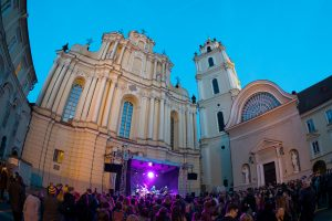 Gimtadienį švenčiantį Vilniaus universitetą sveikino žinomi alumnai