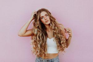 Dažant plaukus gali būti sukurta tobulų plaukų iliuzija