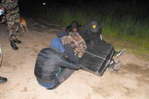 Varėnos pasieniečiai sulaikė, įtariama, penkis kontrabandininkus