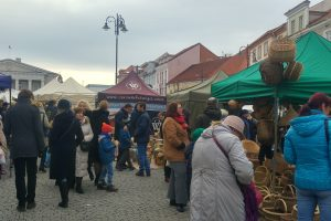 Per šventes į Vilniaus senamiestį plūstantys žmonės į galerijas užeina retai