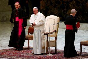 Popiežius ragina įsileisti moteris ir pasauliečius į Kuriją