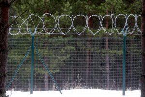 Latvijoje palei sieną su Rusija jau pastatyta 23 km tvora