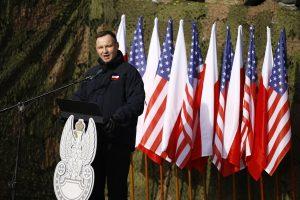 """Lenkijos prezidentas sveikina """"istorinį"""" JAV karių dislokavimą"""