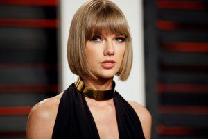 Amerikiečių dainininkė T. Swift laimėjo bylą dėl seksualinio priekabiavimo