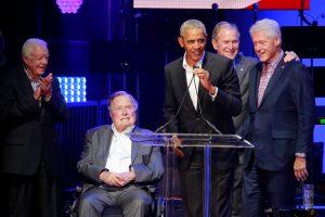 Penki buvę JAV prezidentai kartu dalyvavo labdaros koncerte
