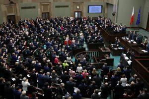 Lenkija tęsia prieštaringai vertinamą teismų reformą