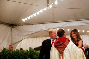 Šventes Floridoje leidžiantis D. Trumpas dalyvavo Piemenėlių mišiose
