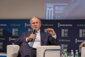 Buvęs JAV prezidentas G. Bushas teigia, kad Rusija kišosi į JAV prezidento rinkimus