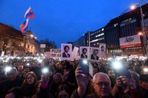 Dešimtys tūkstančių protestuojančių slovakų reikalauja pokyčių vyriausybėje
