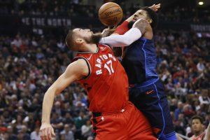 """""""Raptors"""" komandos pergalių seriją nutraukė """"Thunder"""" krepšininkai"""