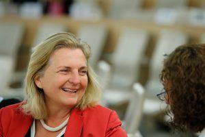 V. Putino dalyvavimas Austrijos ministrės vestuvėse išprovokavo politinį ginčą