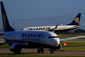 """""""Ryanair"""" dėl streikų Europoje atšaukia 600 skrydžių"""