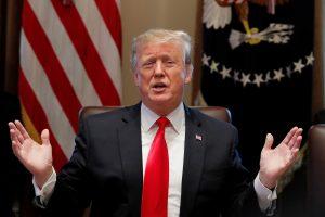 """D. Trumpas kreipsis į tautą ir paskelbs """"krizę"""" dėl JAV ir Meksikos sienos"""