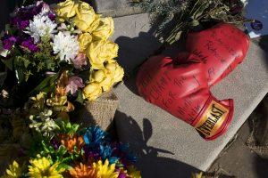 Bokso legenda M. Ali palaidotas savo gimtajame mieste