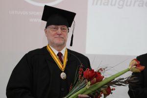 LSU garbės daktaro regalijos įteiktos Tartu universiteto profesoriui