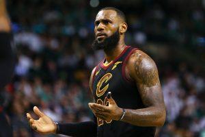 Svarbiausias klausimas NBA: kur pasuks LeBronas?