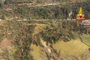 Šiaurės Italiją siaubiančios audros išvartė daug miškų