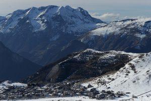 Rusų ekstremalas užsimušė Alpėse sklęsdamas sparnų kostiumu