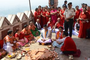 Nepalas žemės drebėjimo metines mini maldomis ir ašaromis